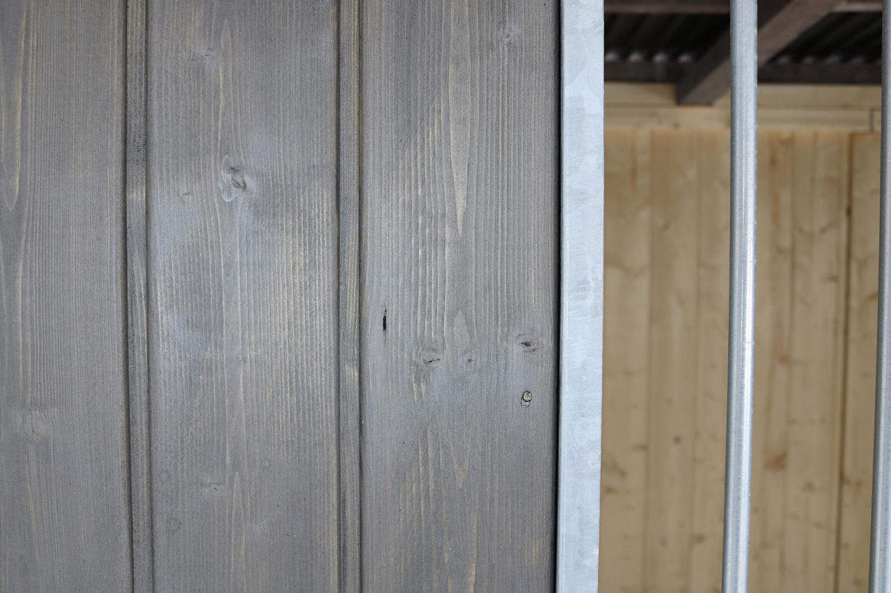 Villa Holz-Hundezwinger 3 x 3 m | Flachdach | Graphitgrau | Rohrstab Abstand 8 cm