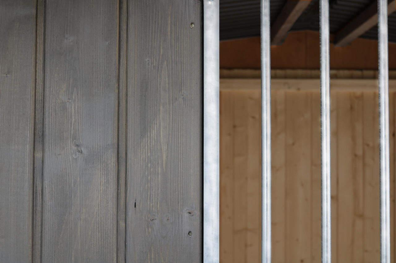 Detailansicht Holzwand mit Rohrstab-Abstand 8 cm