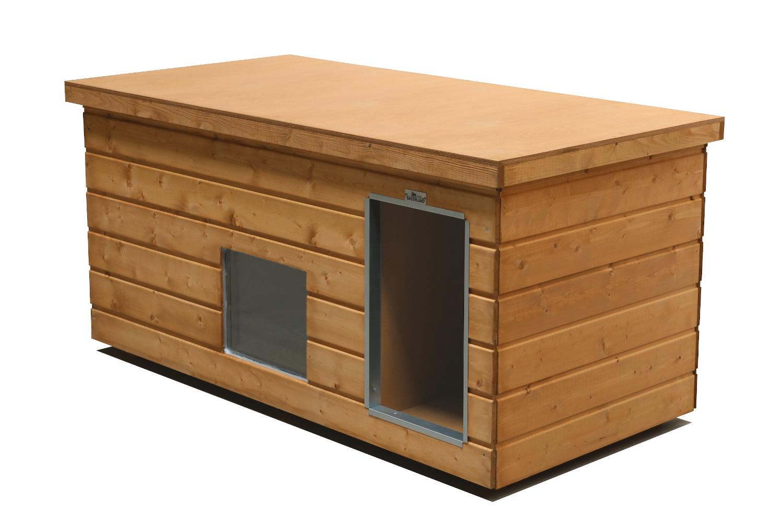 Original SAUERLAND Holz-Hundehütte mit Vorraum und Fenster, braun imprägniert   Flachdach Plus   Eingang Längsseite   Größe Lassie