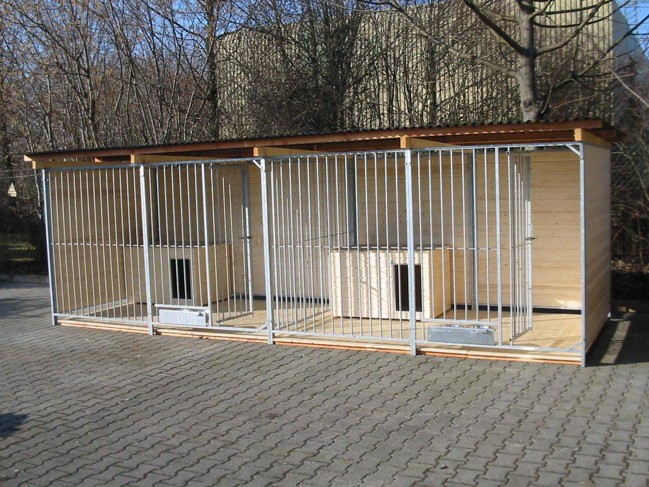 Sonderserie Doppelzwinger 2x4 m mit Zusatzausstattung gegen Aufpreis: Holzboden, 2 Hundehütten und ausschwenkbare Futtersets