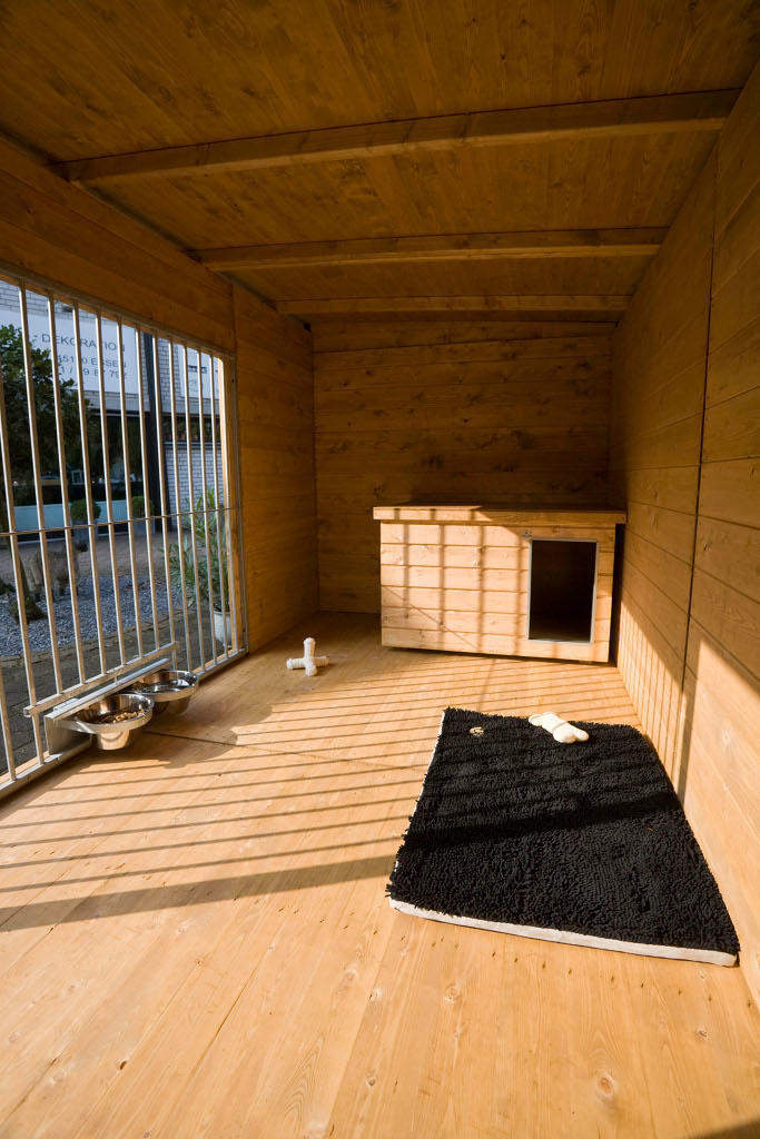 Imprägnierter Holzboden in Holzzwinger 2x4 m