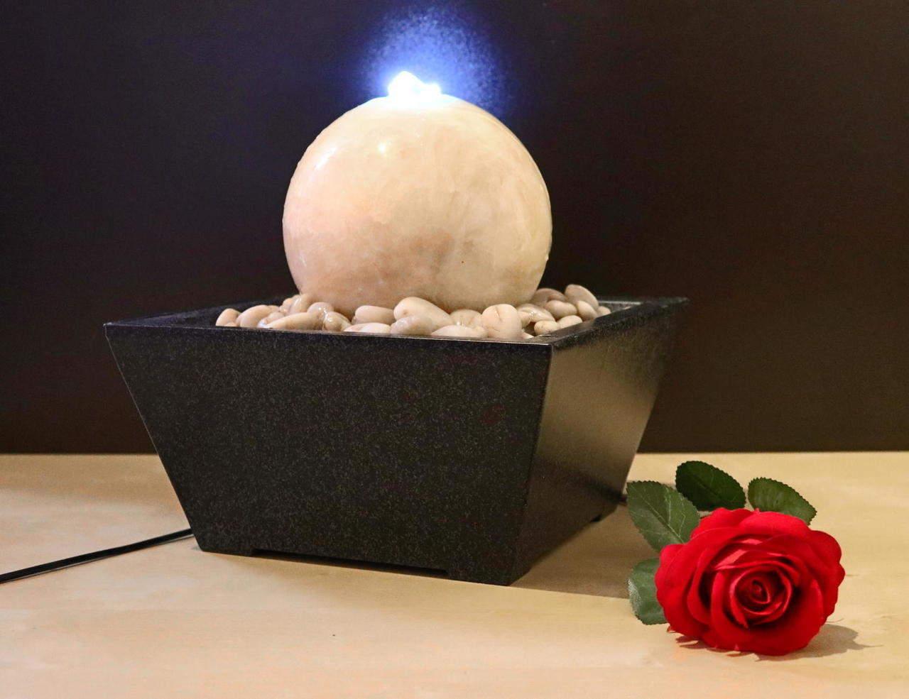 Wasserspiel mit Marmorkugel beige Ø 15 cm, Zimmerbrunnen
