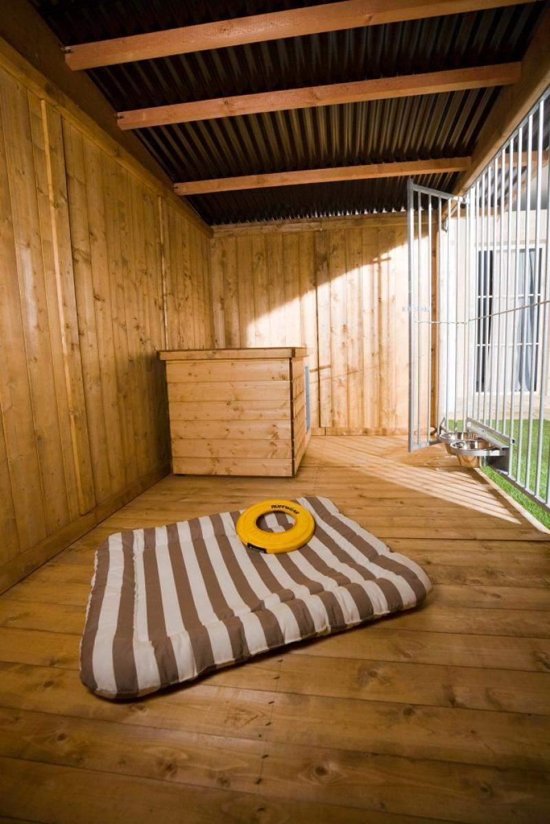 "Imprägnierter Holzboden in Zwinger ""Villa"" 2x4 m"